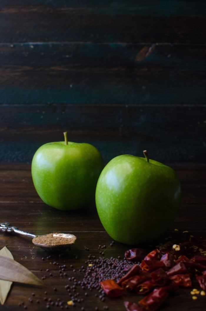 Spicy Green Apple Curry - a spicy, sweet dishthat transforms the sourness of green apples with the earthy spiciness and robust flavours of Sri Lankan roasted curry powder! Vegan + Gluten free.