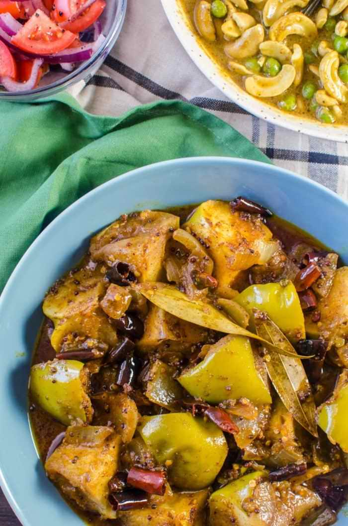 Spicy Green Apple Curry - a spicy, sweet dish that transforms the sourness of green apples with the earthy spiciness and robust flavours of Sri Lankan roasted curry powder! Vegan + Gluten free.