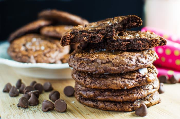 Fudgy Brownie Cookies - You never have to choose between cookies and brownies again! You can have them both with these Super Chocolatey & Fudgy Brownie Cookies! #TheFlavorBender Click to get the recipe now, or Repin it for later!