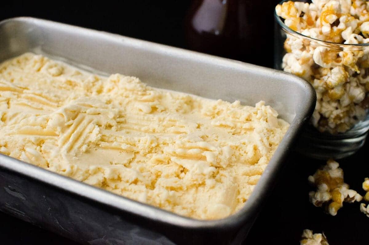 caramel popcorn recept