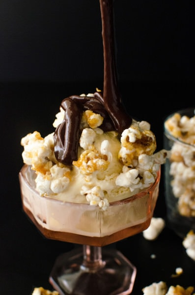 Creamy Kettle Corn Flavoured Popcorn Ice Cream! Made with Caramel with a salty bite just like Kettle Corn. This Salted Caramel Popcorn ice cream is just full of popcorn flavour! Absolutely delicious and the perfect movie time ice cream as you can personalize it with you favourite candy bars too!
