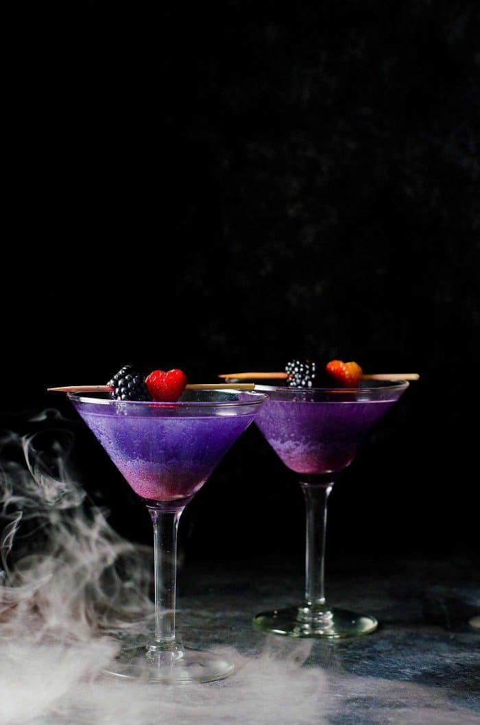 The witch 39 s heart halloween cocktail the flavor bender for Cocktail martini