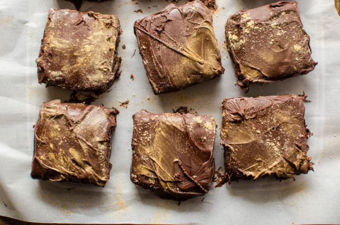 Spiced Ginger Millionaires Shortbread Cookie Bars - Fondly known as Spiced Ginger Twix Bars! soft crumbly shortbread base with a soft melt in your mouth, vanilla caramel and coated with semi sweet chocolate! The next best thing since the Twix Bar!