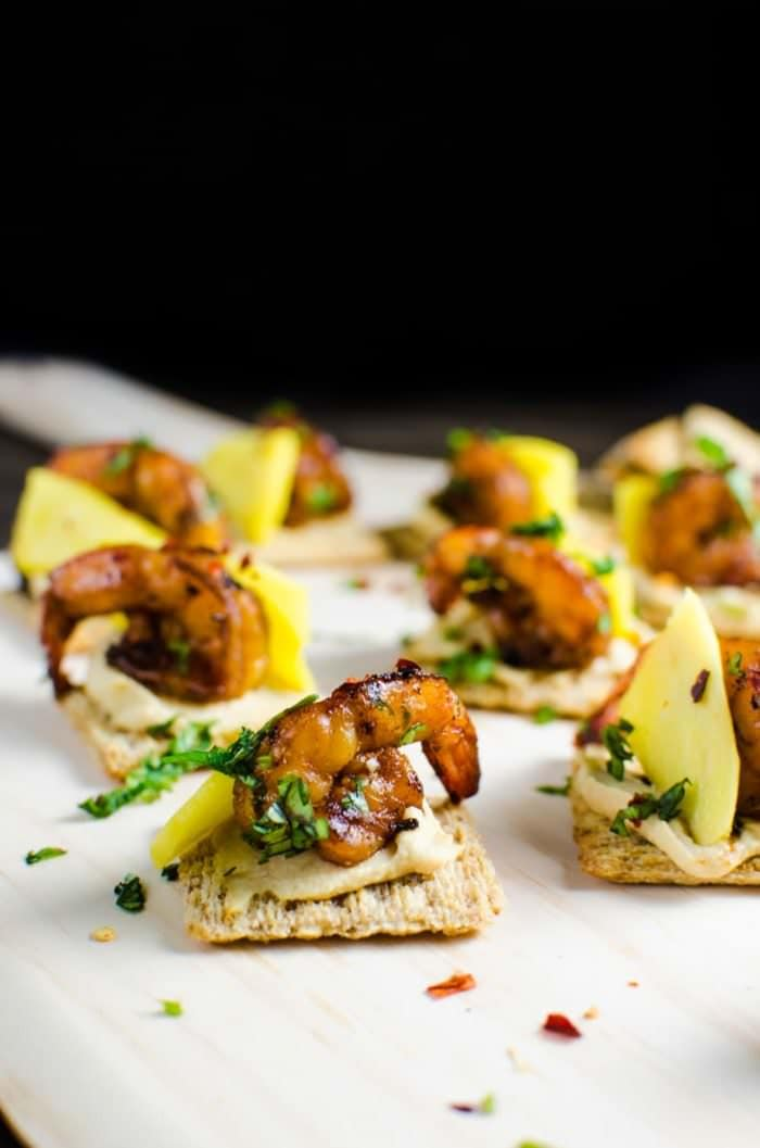 Mango and Grilled Shrimp Appetizers - Easy and delicious appetizers for parties! These are the perfect toppers for TRISCUIT Crackers! #TriscuitSummer [ad]