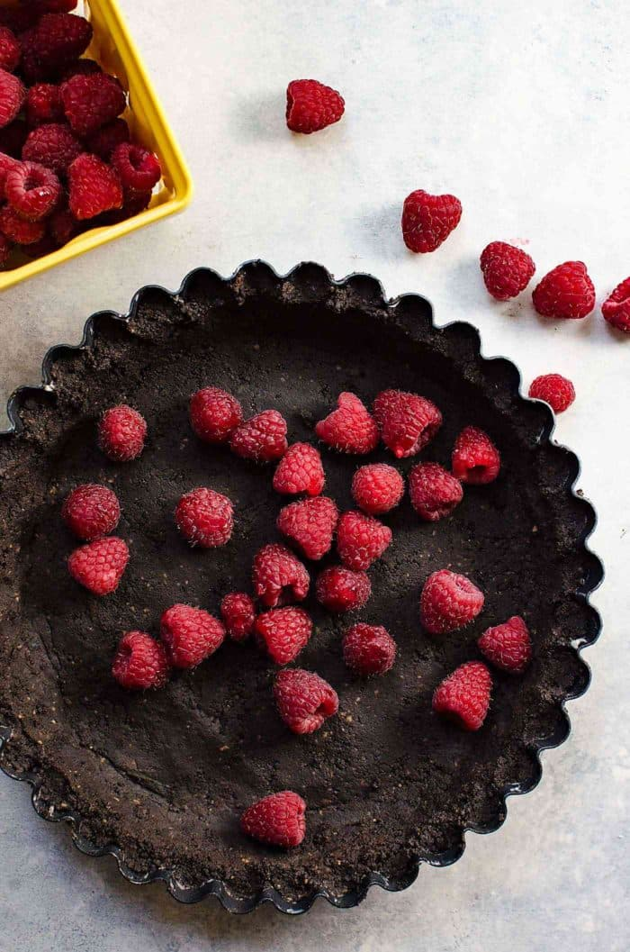 Popping No Bake Chocolate Raspberry Pie - Unbelievably creamy chocolate pudding pie filling. and fresh raspberries. Raspberries laid on the bottom of the pie give a nice fruity contrast!