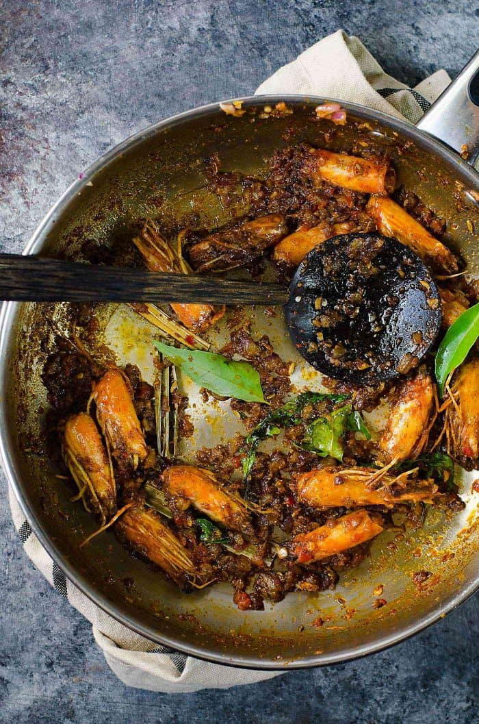 Authentic Sri Lankan Prawn Curry (Shrimp curry) - Learn all the tips and secrets into making the best spicy and creamy prawn or shrimp curry in your life! The base for the perfect gravy for your prawn curry.
