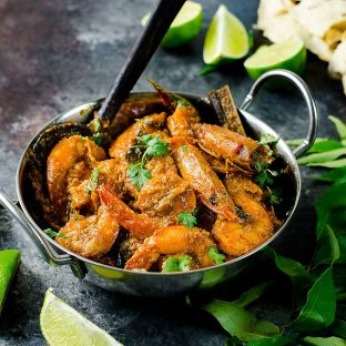Authentic Sri Lankan Prawn Curry (Shrimp curry) - Learn all the tips and secrets into making the best spicy and creamy prawn or shrimp curry in your life! Can be adapted to your preference, and a perfect and easy recipe for a weeknight meal!