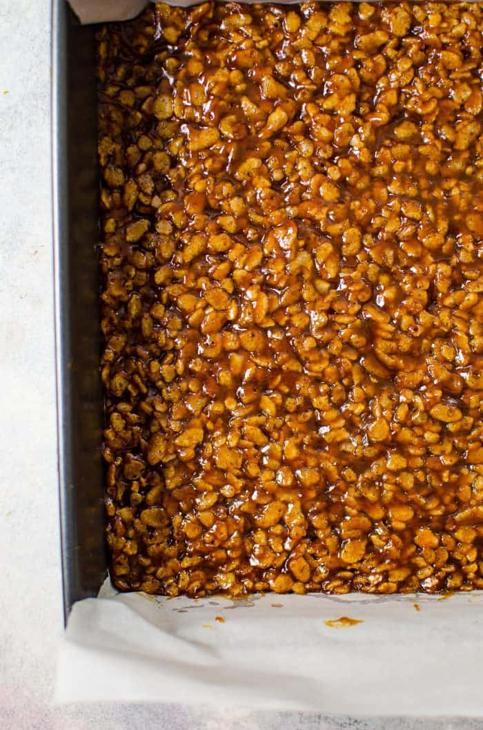 Crunchy Chocolate Pumpkin Caramels - Soft, chewy, crunchy and full of amazing pumpkin and bittersweet chocolate flavor and cruchy rice krispies. Perfect for gift-giving, especially for the holidays