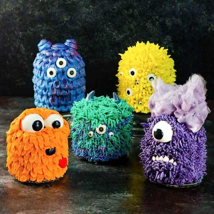 Mini Monster Cakes – Step by Step Decorating Tutorial