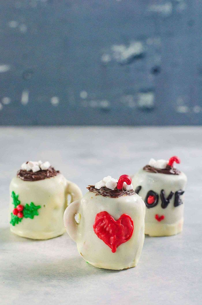 Hot cocoa mug OREO balls - Personalize each OREO ball with melted candy melts! Christmas OREO balls - Fun and easy decoration ideas for these Mint Oreo Truffles! Perfect for gifting for the holiday season!