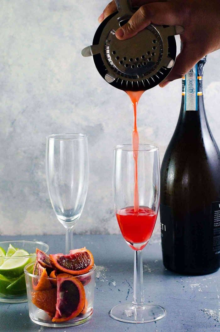 Gin and Blood Orange mimosa - Easy refreshing cocktail, with floral, fruity, earthy and citrus flavors! Perfect for brunches and holiday parties.