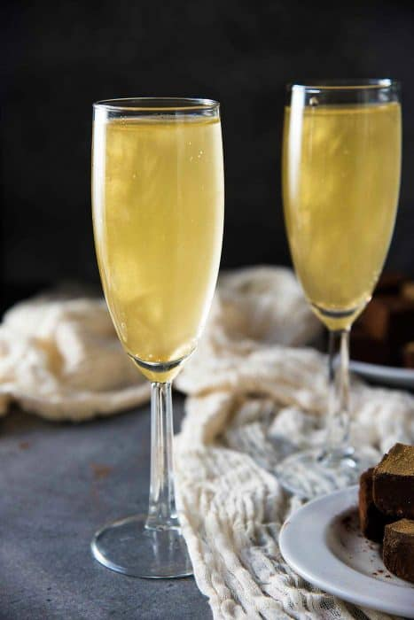 Gold Shimmery Champagne Cocktail - an easy New Year's Eve Cocktail that is perfect as any celebration cocktail. Get the recipe for this floral and bubbly, elderflower champagne cocktail with non alcoholic options too.