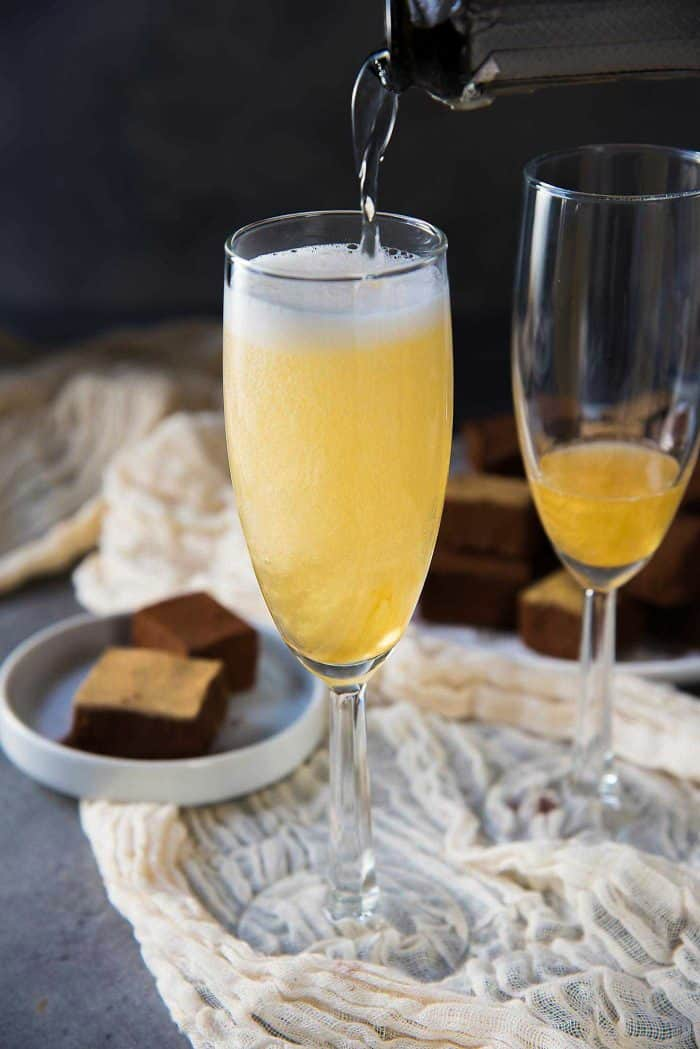 Gold Shimmery Champagne Cocktail - Top it up with champagne just before serving to keep the beautiful gold shimmery glitter swirls