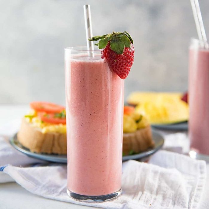 Green Tea Almond Strawberry Smoothie - a creamy almond and strawberry smoothie with Sencha tea (Green tea), that will keep you energized and full through to lunch!