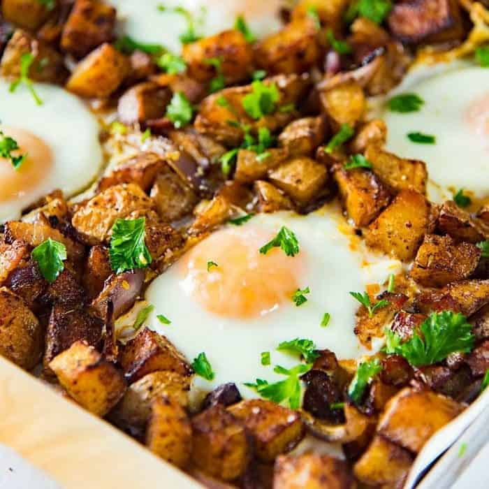 Sheet pan Breakfast Potatoes with Bacon and Eggs (Oven Roasted Breakfast Potatoes and Eggs)