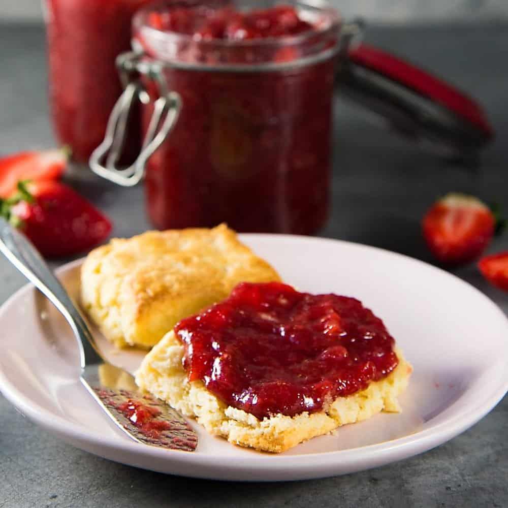 Homemade Strawberry Jam (Sugar Reduced Strawberry Jam)