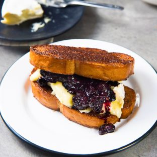 Roasted Blueberries and Brie with Cinnamon Toast