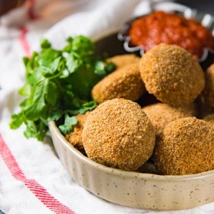 Baked Fish Cutlets - A healthier alternative to deep-fried fish cutlets (fish croquettes). A spicy fish filling coated with a crispy and golden breadcrumb coating. Perfect for snacking.