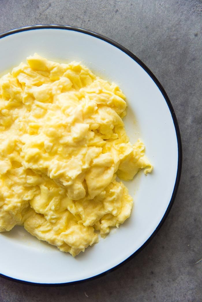 Creamy, fluffy perfect scrambled eggs. These 1 minute scrambled eggs are perfect for weekends or weekdays, because it's ready really fast.