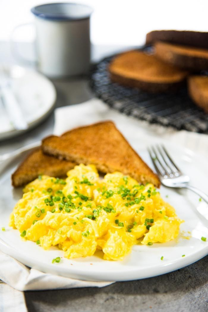 How to make really easy scrambled egg for 1 person