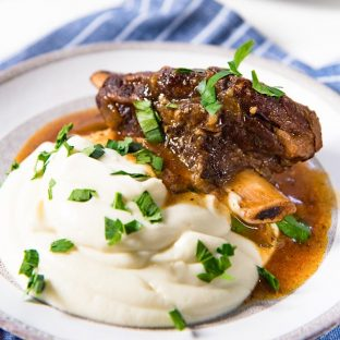 How to make Instant Pot Short Ribs - This easy recipe makes delicious, tender and succulent short ribs with classic flavors!