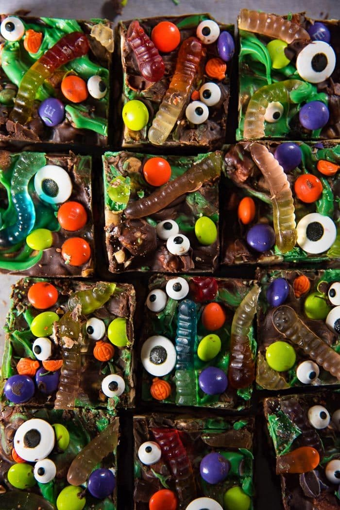Halloween Rocky Road Slices - Addictively delicious, no bake, cute halloween treats, that are crunchy, soft and chewy goodies. Rocky road slices get a Halloween makeover!