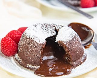 Chocolate Molten lava cake recipe - these molten lava cakes are  ready in under 30 minutes with only a 15 minute prep time. Easy, delicious and impressive desserts that can be frozen ahead of time! With gluten free options.