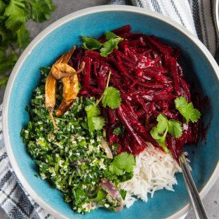 Sri Lankan Beetroot Curry - A delicious vegan curry that even the pickiest eaters will love! Perfect accompaniment for rice and curry. Easy to make, and flavorful. #VegetarianSideDishes #VeganSideDishes #SriLanka #Beetroot
