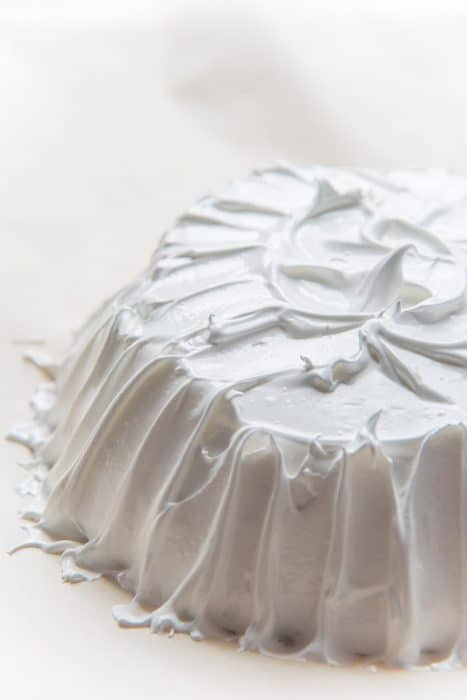 How to make pavlova - smooth out the edges and swirl the middle of the pavlova