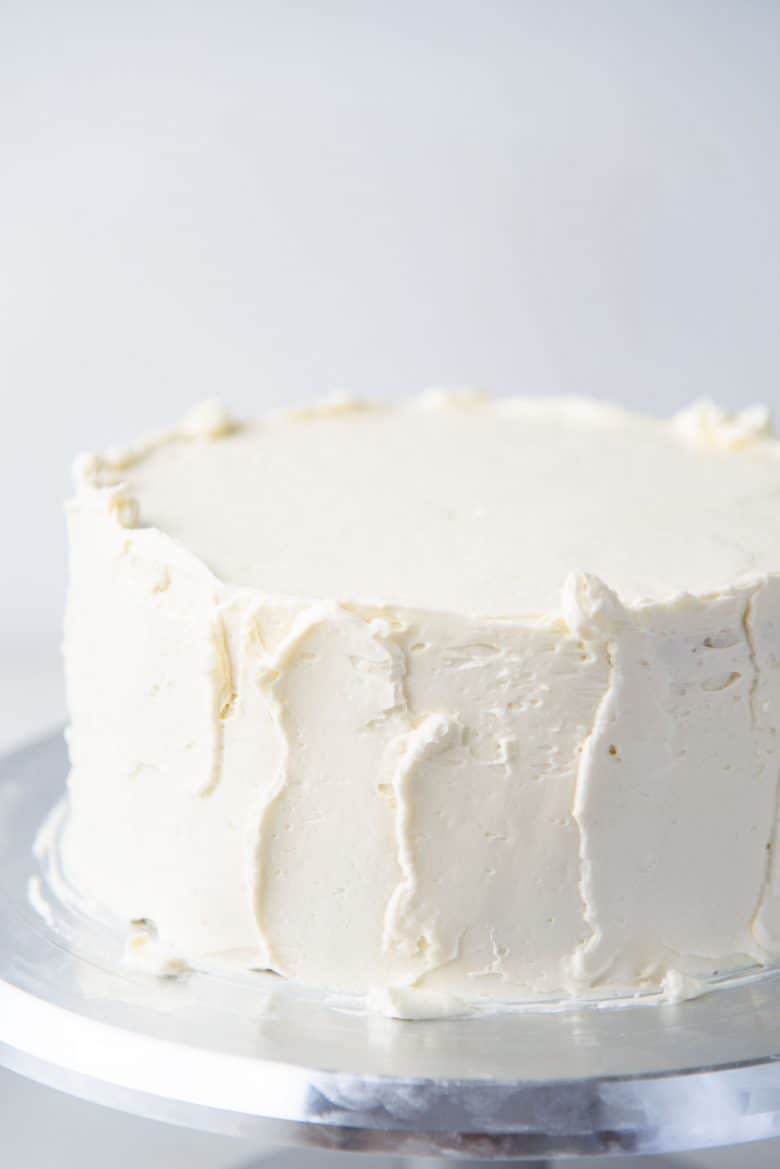 Frosting a white cake
