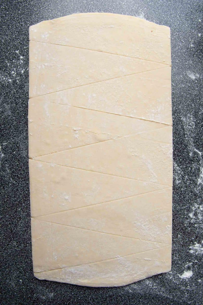 The 9cm base markings on the dough have been joined with each other.