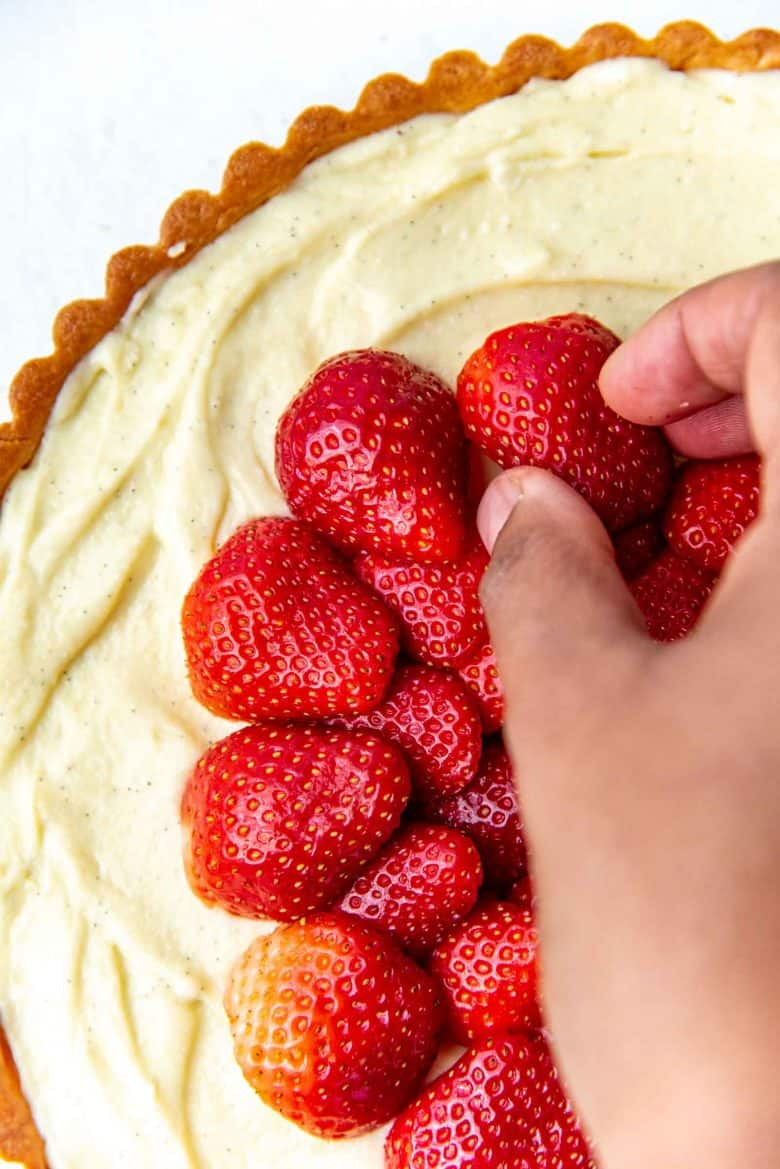 Placing strawberries on the surface of the pastry cream