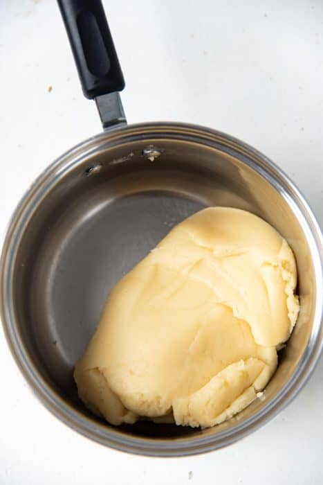 The cooked part of the choux dough consistency in the saucepan
