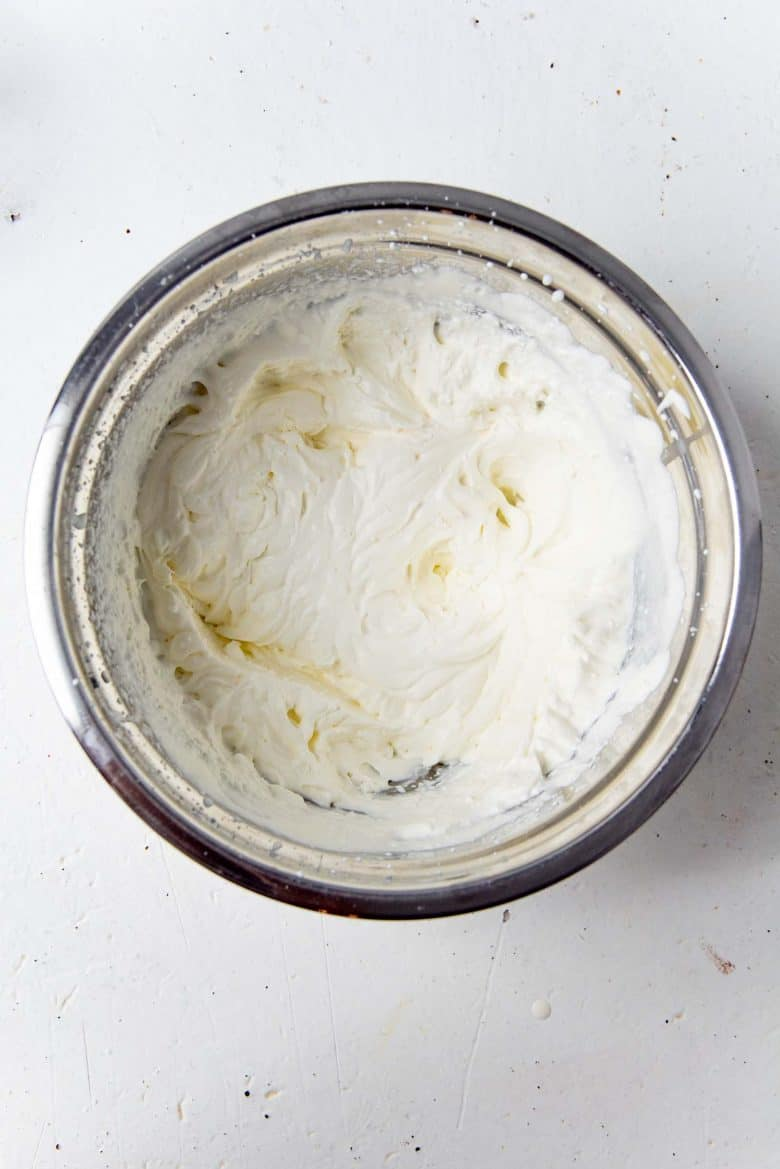 Stabilised whipped cream in a bowl