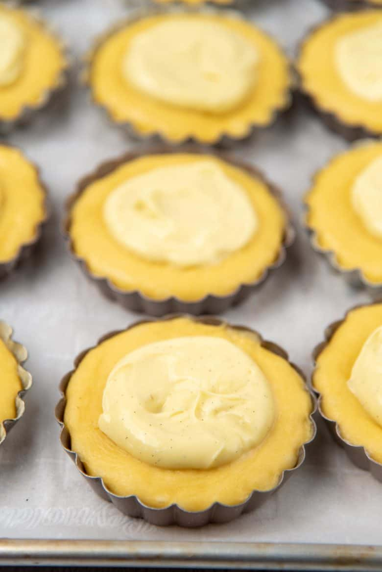 Spreading the pastry cream in the tart