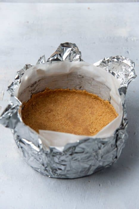 Foil wrapped cheesecake pan