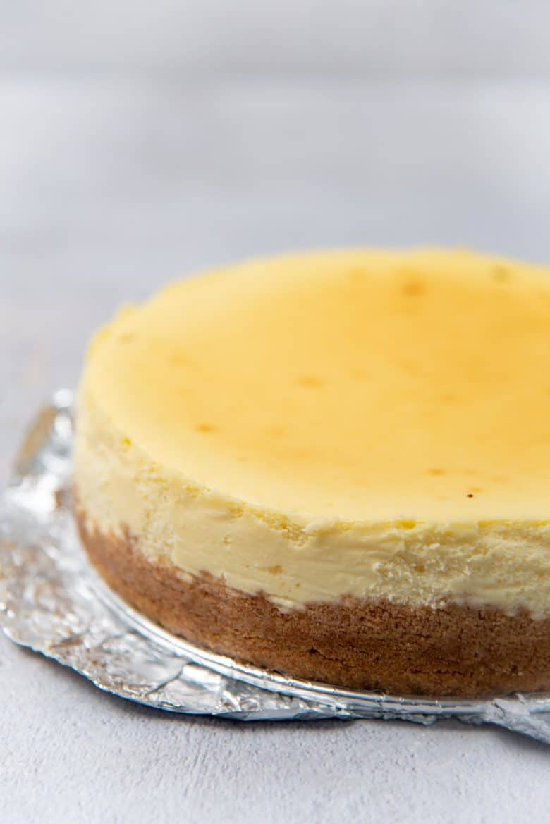 Cooled cheesecake after taking it out of the pan
